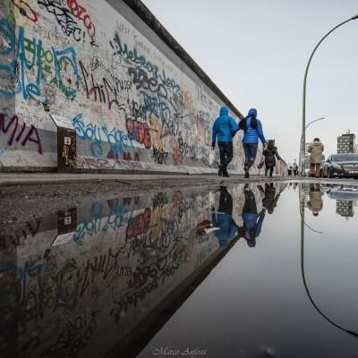 EastSideGallery, Berlino. 1,3 Km di meraviglie artistiche, la più lunga porzione rimasta del Muro di Berlino è dal 1992 un monumento protetto sul quale vari artisti hanno lasciato una propria espressione di libertà...un argomento ancora attuale...vederlo dal vivo,un'emozione unica! ... East Side Gallery, Berlin. 1.3 Km of artistic wonders, the longest remaining portion of the Berlin Wall is since to 1992 a protected monument on which various artists had left their own expression of freedom ... a topic still relevant ... see it live, a unique emotion!